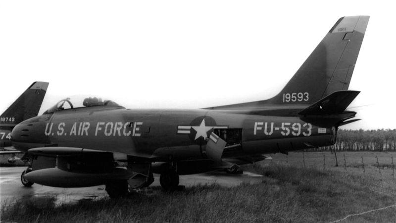 800px-Canadair_Sabre_4_USAF_1957_zps139ef04c